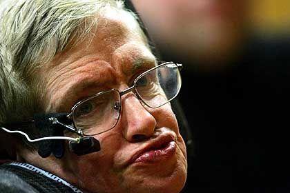 Humorvoller Vortrag: Hawking kommuniziert mittels einer Sprachmaschine