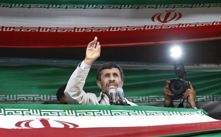 "Amtsinhaber Ahmadinedschad: ""Nicht der rechtmäßige Präsident"""
