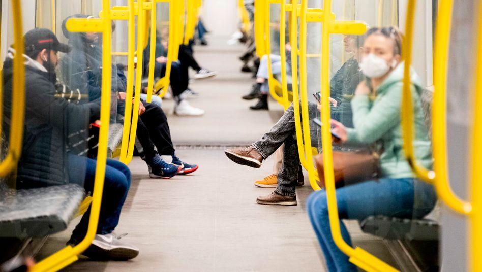 U-Bahn in Berlin: Kommt die Mundschutz-Pflicht?
