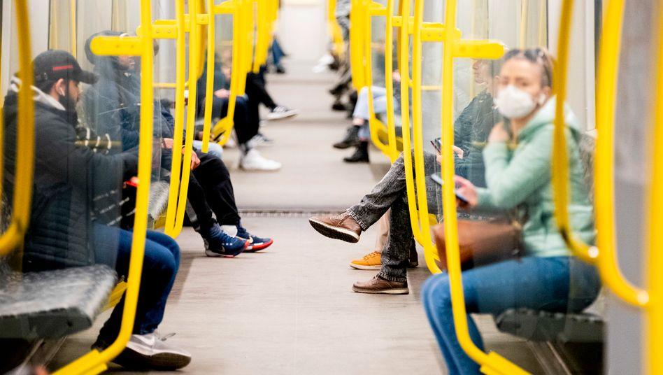 Berufspendler in der U-Bahn: Jeder Achte vermisst ausreichende Maßnahmen