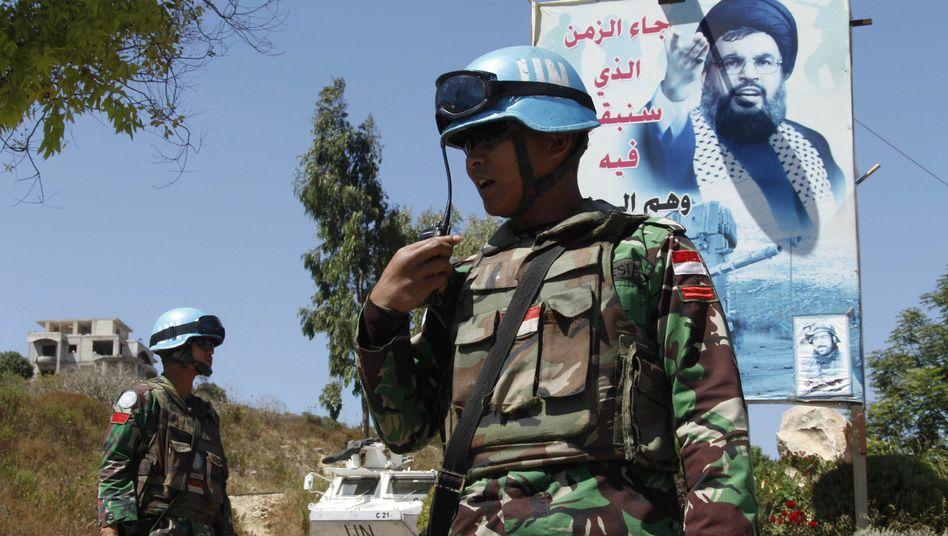 "Unifil-Soldaten im Libanon vor einem Porträt von Hisbollah-Chef Nasrallah: ""Quadratur des Kreises"""