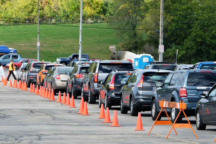 Warteschlange vor einer Corona-Teststelle in Wisconsin, wo allein am Mittwoch 4000 neue Fälle registriert wurden