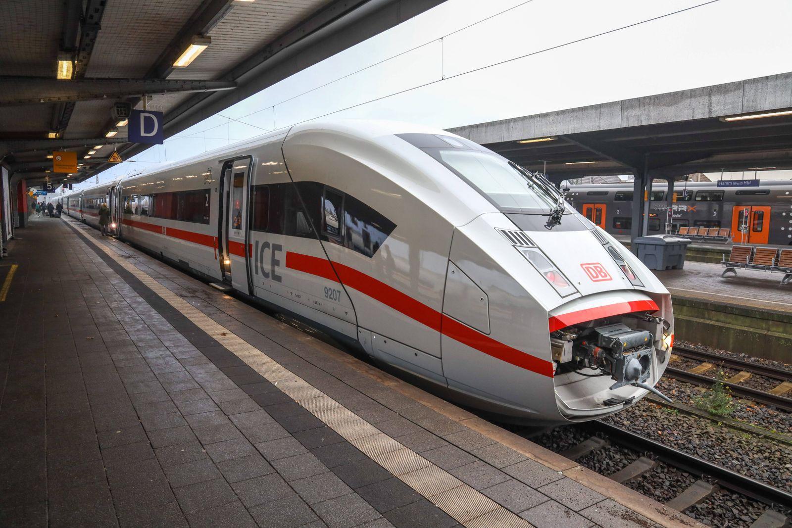 Fahrplanwechsel bei der Deutschen Bahn DEU, Deutschland, Nordrhein-Westfalen, Hamm, 13.12.2020: Hamm (Westf) Hauptbahnho
