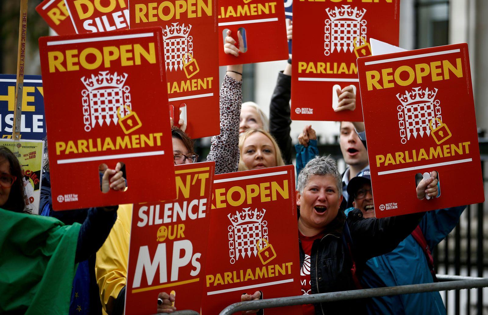 Proteste London Reopen Parliament