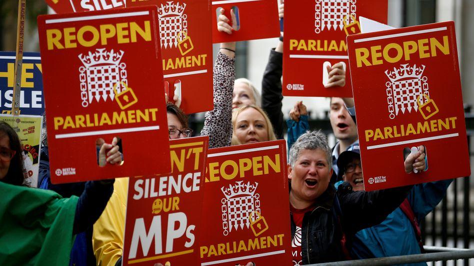 """Protest gegen die Parlamentspause: """"Wahrscheinlichkeit von Neuwahlen massiv erhöht"""""""