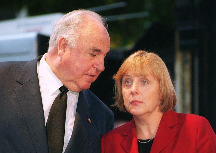 CDU-Größen Kohl, Merkel 2001 Kompliziertes Erbe