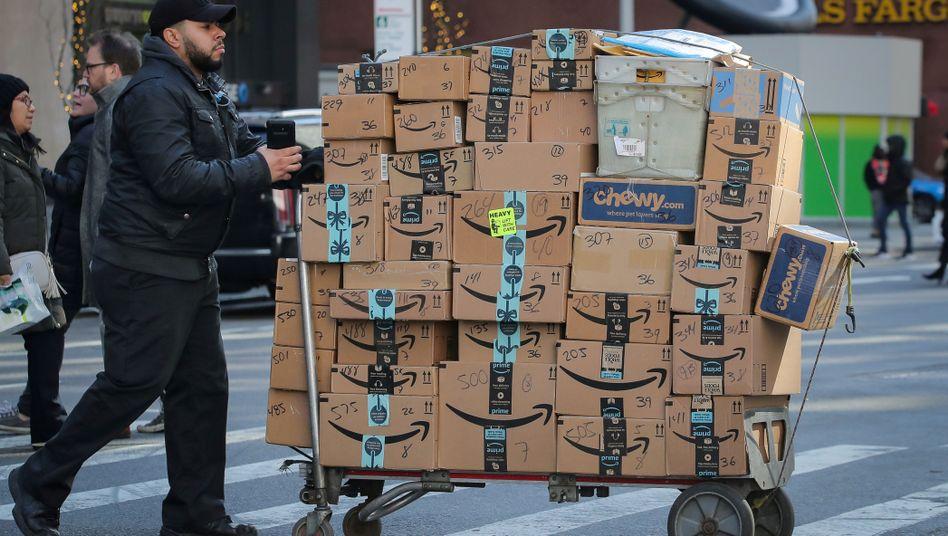 Amazon-Pakete in New York - Der Onlinehändler gibt viel Geld für eine Zustellung binnen 24 Stunden aus