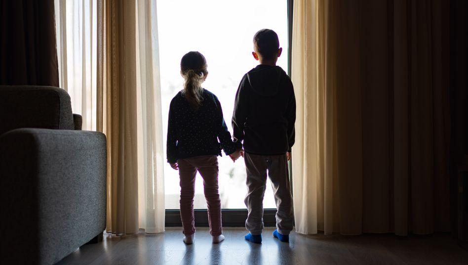 Familie im Lockdown (Symbolbild): Hilfe, wo sie besonders nötig war