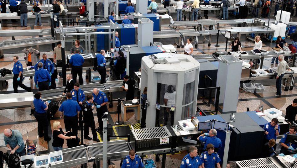 Mitarbeiter der TSA bei der Flughafenkontrolle in Denver: Ein Bonus für Verheiratete