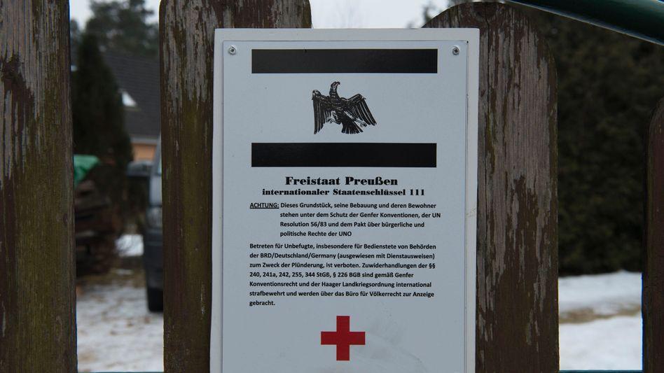 """Schild eines """"Reichsbürgers"""" (Archivbild)"""
