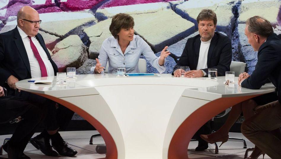 """Moderatorin Illner (3.v.l.) mit ihren Gästen: """"Abschwung, Jobs und Klimarettung - riskieren wir unseren Wohlstand?"""""""
