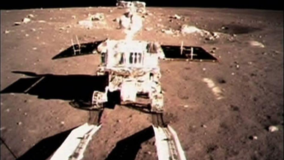 """Chinesische Sonde auf dem Mond: Der """"Jadehase"""" beginnt seine Erkundungsfahrt"""