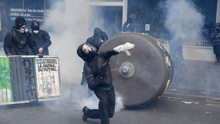 Mai-Demonstrationen: Schlachten in Paris, Pyros in Berlin