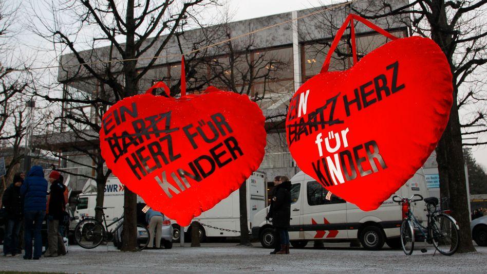 Hartz-IV-Demonstration in Karlsruhe: Kinder als Einnahmequelle