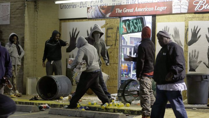 Krawalle in Ferguson: Schüsse, Plünderungen, brennende Gebäude