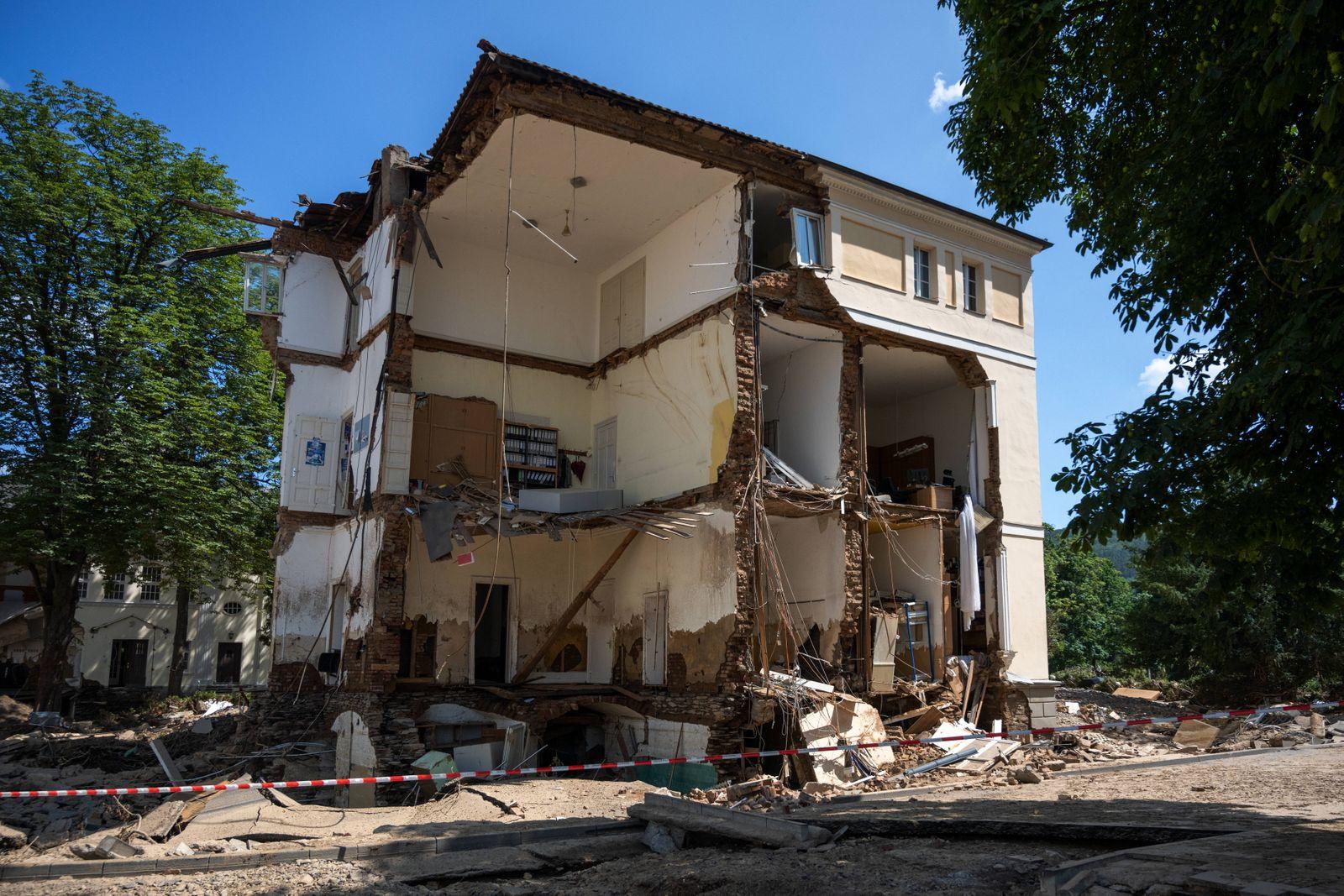 Ein von den Fluten zerstörtes, nicht mehr bewohnbares Haus. Mauern, Wände und teilweise die Böden wurden von den Wasser