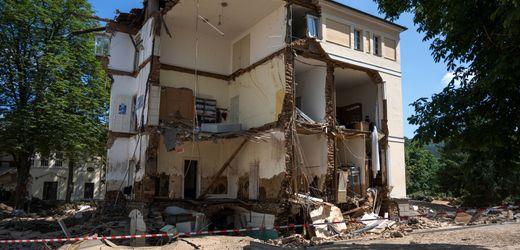 Ahrtal-Überflutung: Hausbesitzer suchen nach Versicherungen