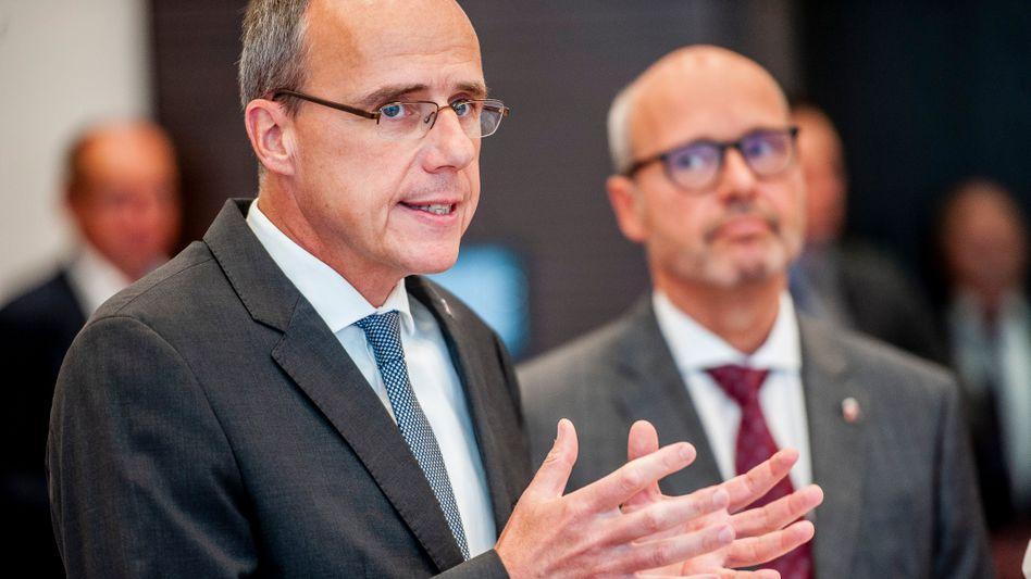 Hessens Innenminister Peter Beuth und der neue Landespolizeipräsident Roland Ullmann