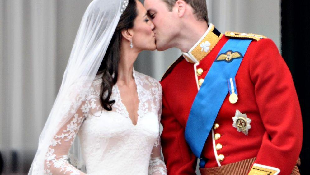 Royaler Happen: Stück der britischen Hochzeitstorte wird versteigert