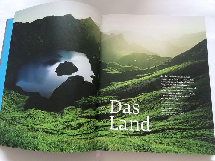 Doppelseite aus dem Bildband: Gebirgsseen und glückliche Kühe (nicht im Bild)