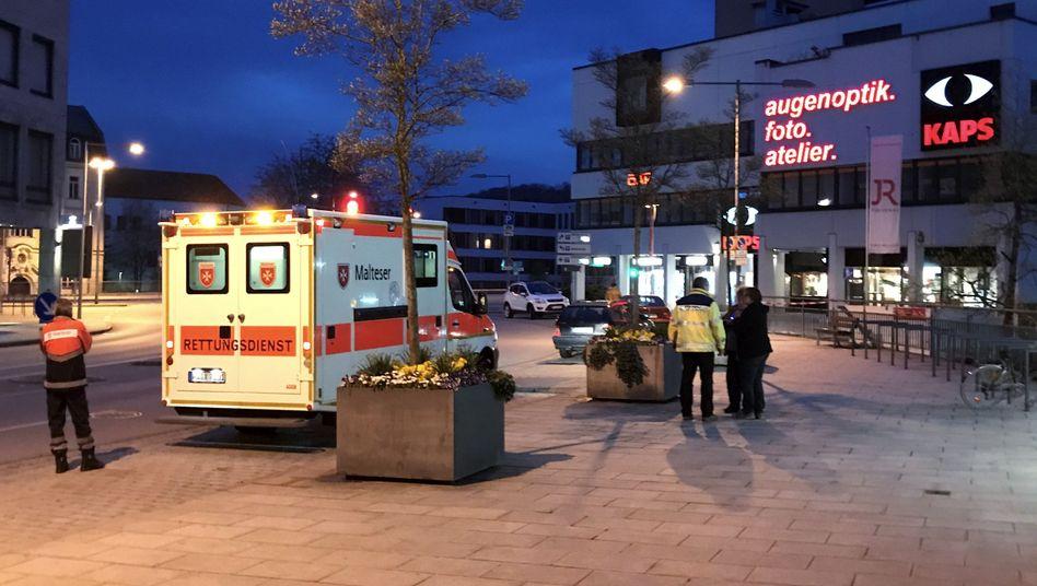 Rettungskräfte vor der Fußgängerpassage in Passau