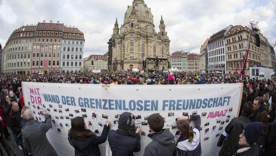 """Kundgebung in Dresden: """"Deutschland ist für alle"""""""
