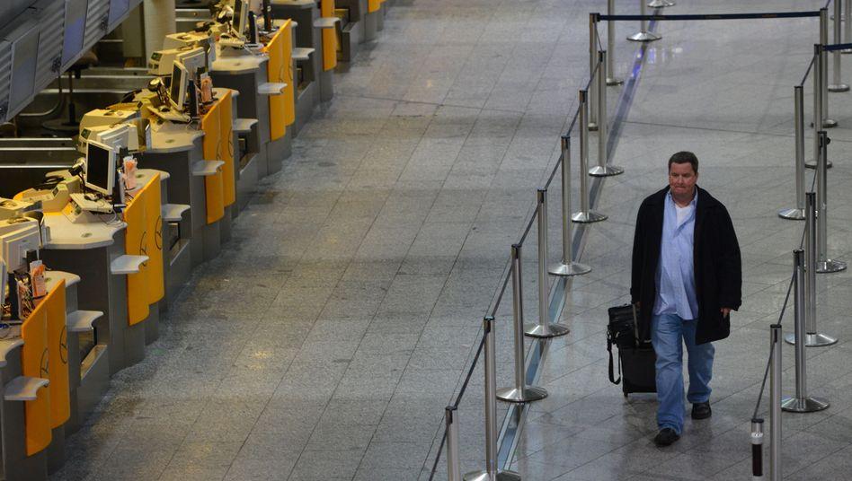 """Warnstreik bei Lufthansa: """"Hier ist kein Schalter besetzt"""""""