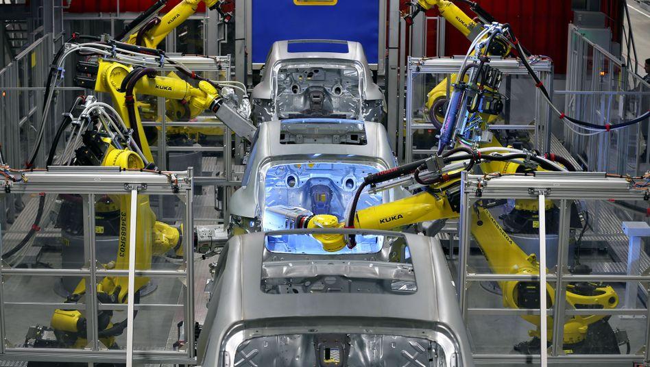 Schweißen im Alleingang: Roboter im Porsche-Werk