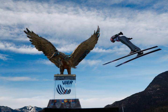 Polens Adler fliegen in Garmisch ganz weit nach vorn