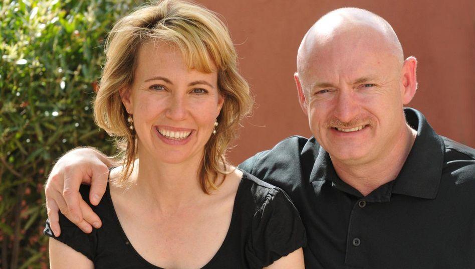 """Abgeordnete Giffords (mit Ehemann Mark Kelly): """"Rasante Fortschritte"""""""