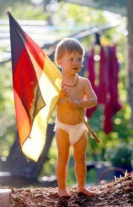 Kleinkind mit Deutschland-Fahne: Riesennachfrage