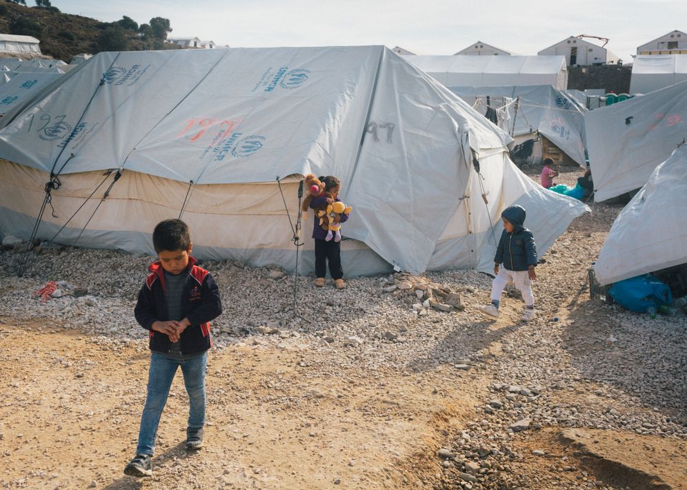 Children in the camp at Kara Tepe: Psychologists have reported that some children are pulling their hair out.