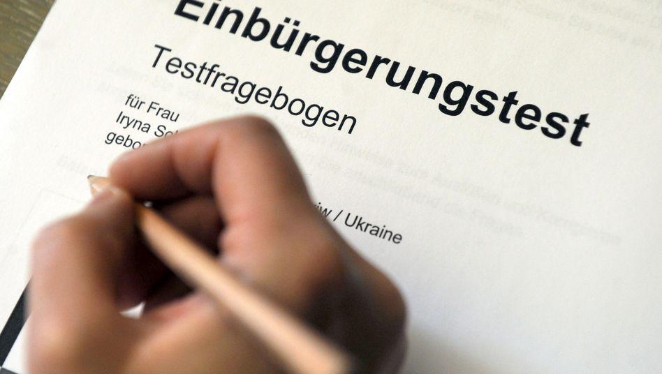 Fragenbogen für Einbürgerungstest: Qualifizierte Zuwanderer werden gebraucht
