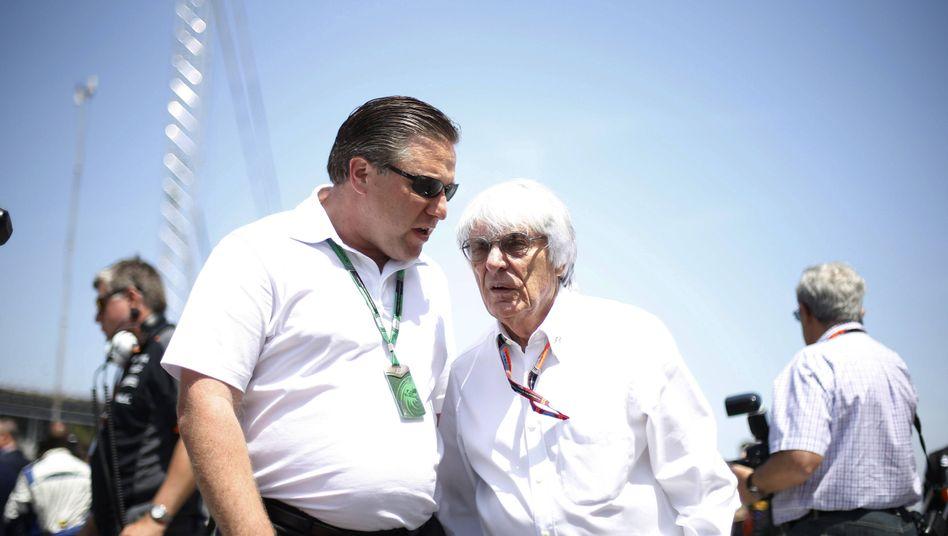 Zak Brown (l.) neben Formel-1-Boss Bernie Ecclestone