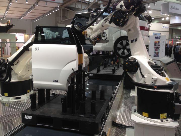 iProcell: Eine Autofabrik, die mit drei Robotern auskommt