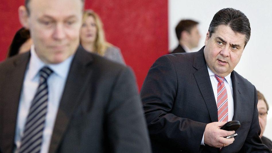 SPD-Spitzen Oppermann, Gabriel Harter Kurs