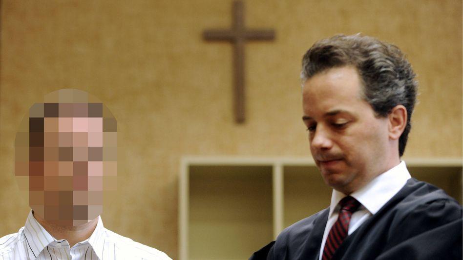 """Sven G. neben seinem Anwalt Jens Bosbach: """"Weder ein Held noch ein Märtyrer"""""""