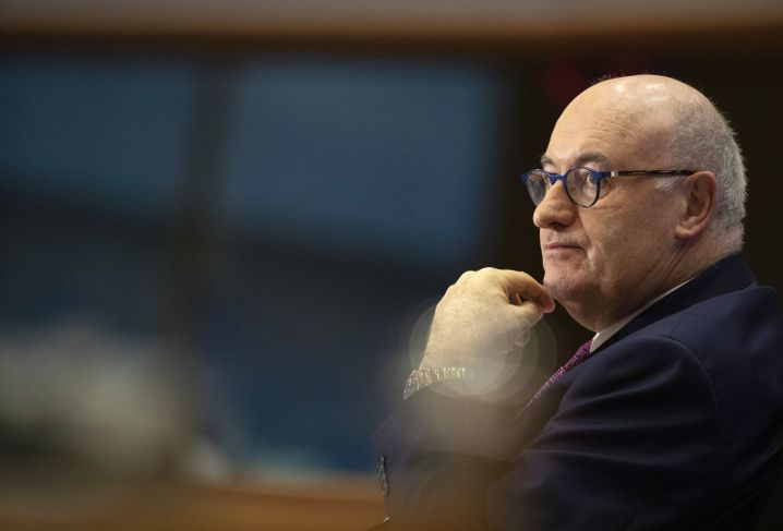 EU-Handelskommissar Hogan: Die Liste der Streitpunkte ist lang