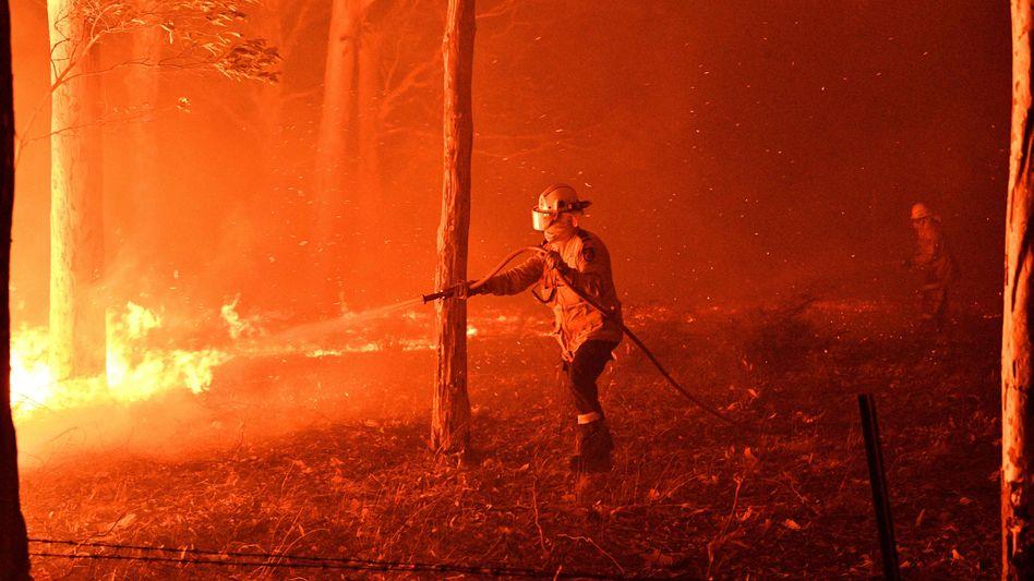 Feuerwehrmann in Nowra (Archivbild vom 31. Dezember 2019): Die Wut der Retter wächst