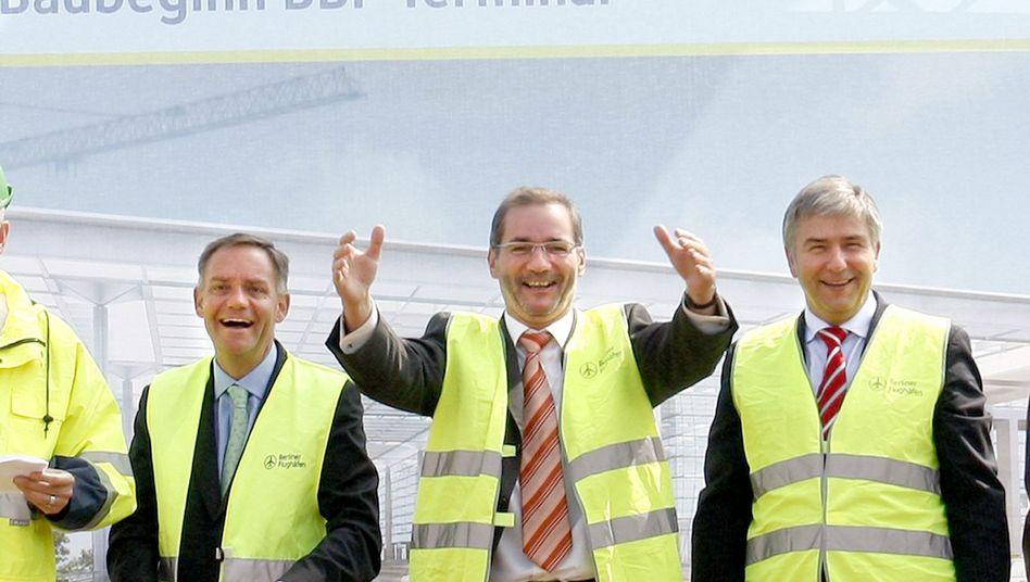 Trio in der Kritik: Platzeck (m.), Wowereit und Flughafenchef Schwarz beim Baubeginn 2008