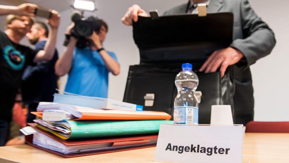 Detlef Hardt vor Gericht (Archivfoto vom ersten Verhandlungstag)