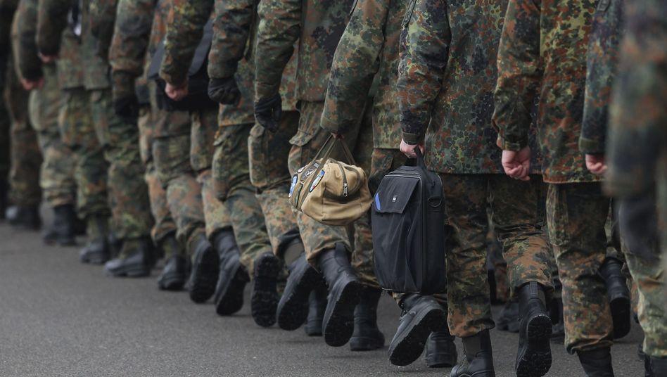 Soldaten der Bundeswehr: Neue Sicherheitsüberprüfungen geplant