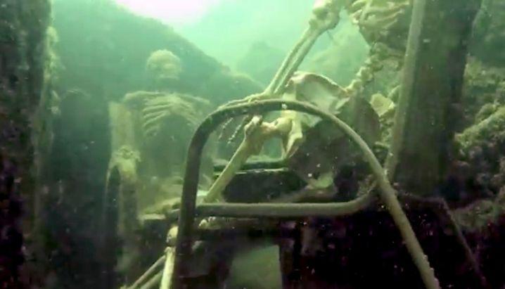 Underwater Tea Party: Plauderei unter Knochenmännern