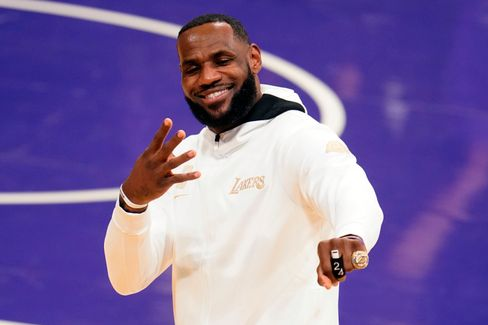 LeBron James mit seinem Meisterring