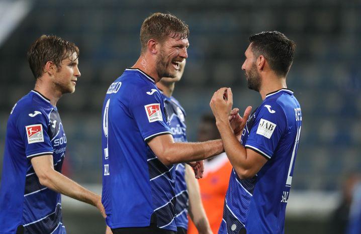 Bielefelds Torjäger Fabian Klos (M.)