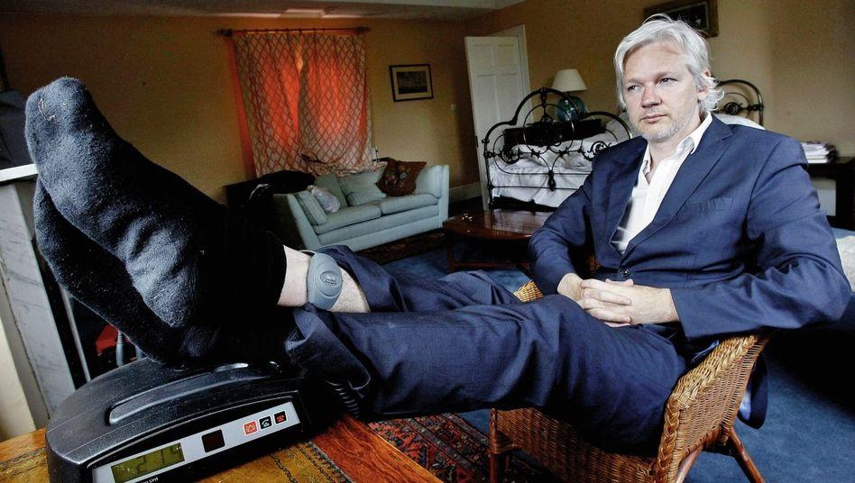 Aktivist Assange mit elektronischer Fußfessel in Ellingham Hall: Eine Kettenreaktion in Gang gesetzt, die nicht mehr zu stoppen war