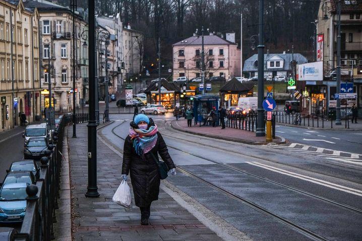 Der offizielle WHO-Richtwert von zehn Mikrogramm Feinstaub pro Kubikmeter (PM2,5) wird in vielen europäischen Orten seit Jahren überschritten. Doch auch der deutlich laxere EU-Grenzwert wird in Polen oft nicht eingehalten
