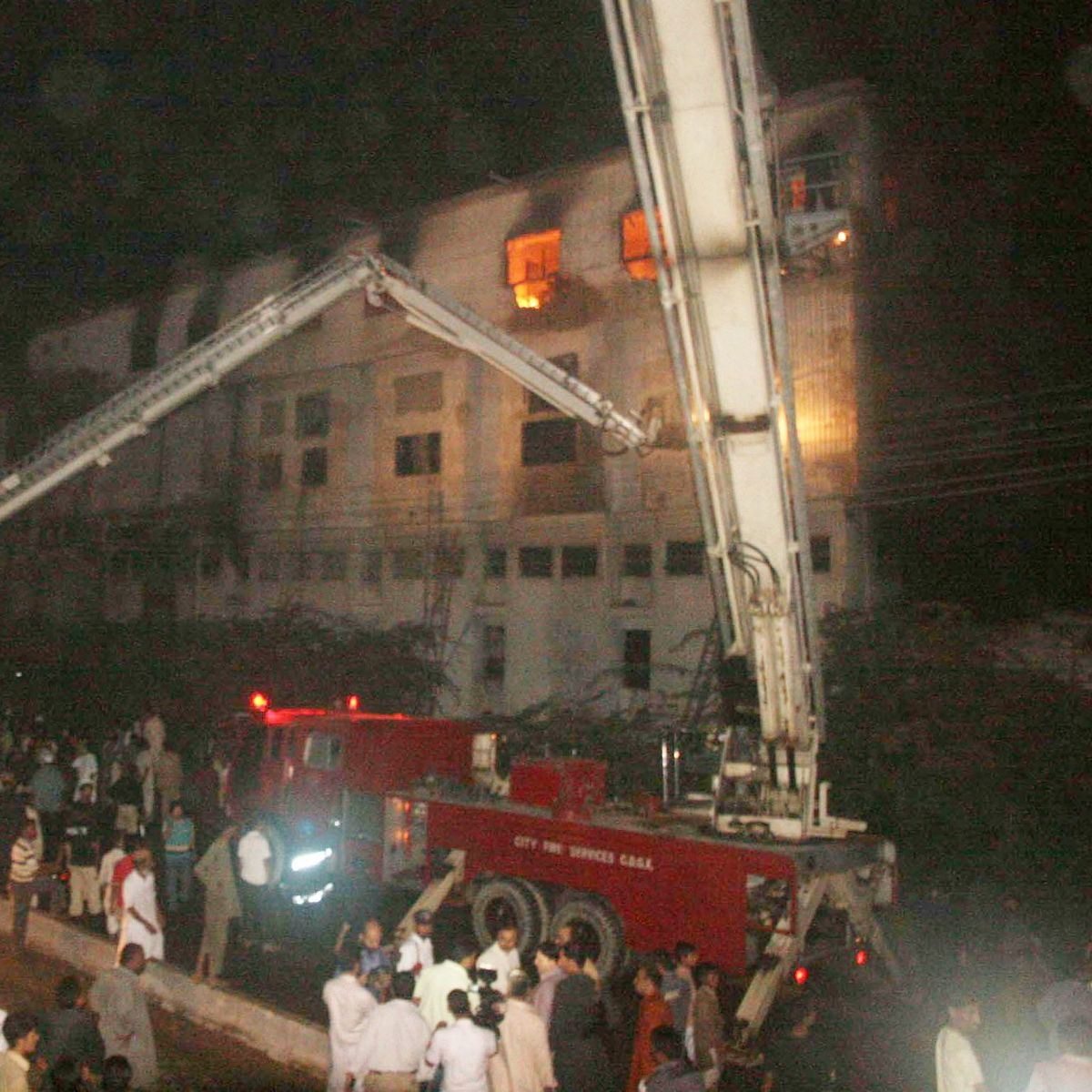 pakistan: kik ließ jeans bei der abgebrannten textilfabrik