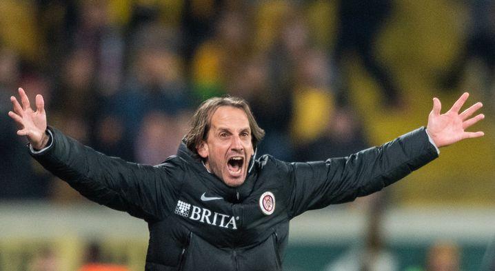 """Für Wehens Trainer Rüdiger Rehm wird der Fußball """"unnötig zerstört"""""""
