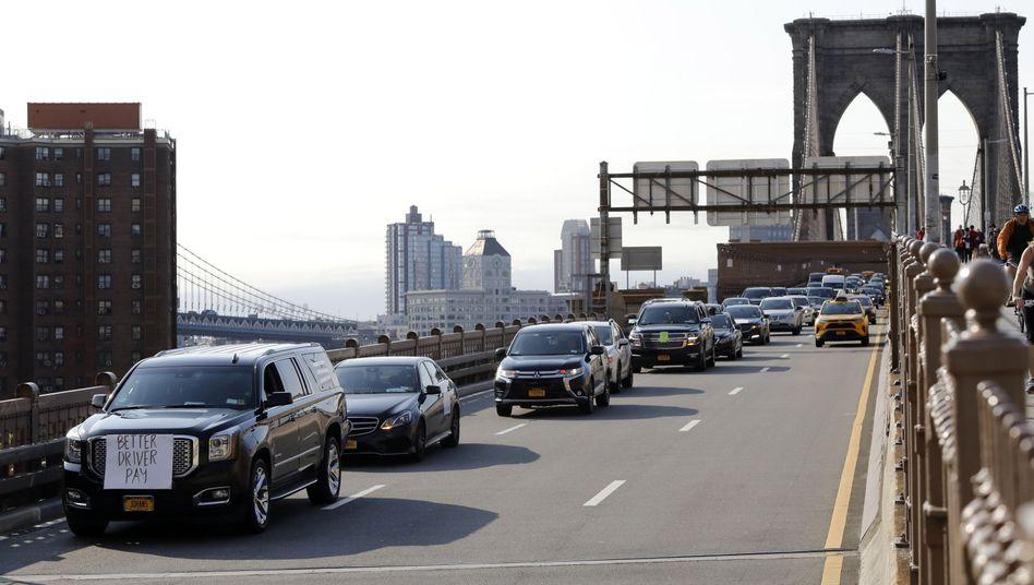 Uber- und Lyft-Fahrer auf der Brooklyn Bridge: Rund 10.000 Fahrer wollen in den USA protestieren